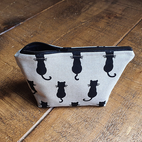 Cosmetics bag in linen fabric with sitting black cats