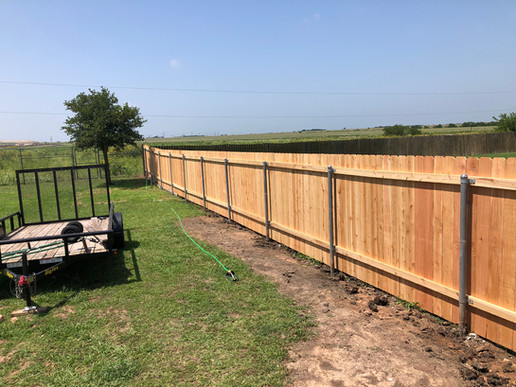 privacy fence installation with metal post