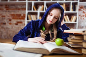 Teachers Encourage Students to Give Reading a Go