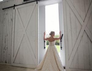 boho bride in barn