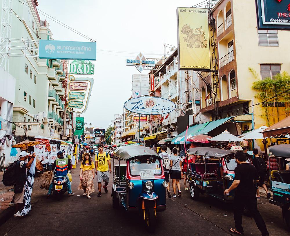imagem da Khaosan Road movimentada