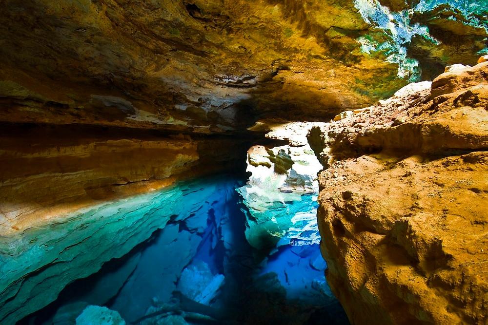 Foto do poço azul, na chapada diamantina, Bahia