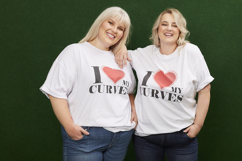 "SELFLOVE T-Shirt ""I love my Curves"" von Jeanne Paulin Atelier"