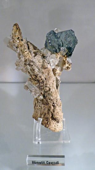 Hämatit und Bergkristall aus der Cavradischlucht