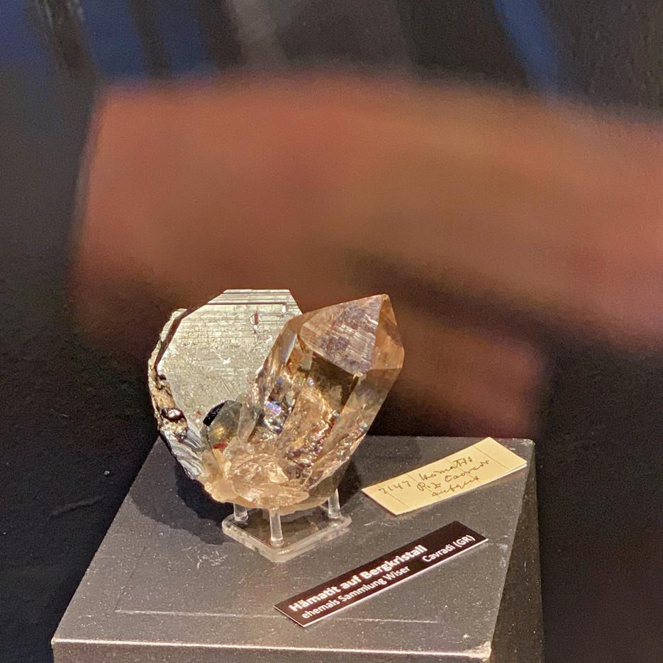 Hämatit auf Bergkristall