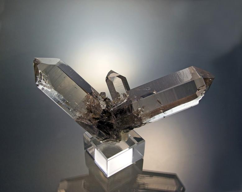 Rundum auskristallisierte, 12 cm breite und unverletzte Quarzstufe