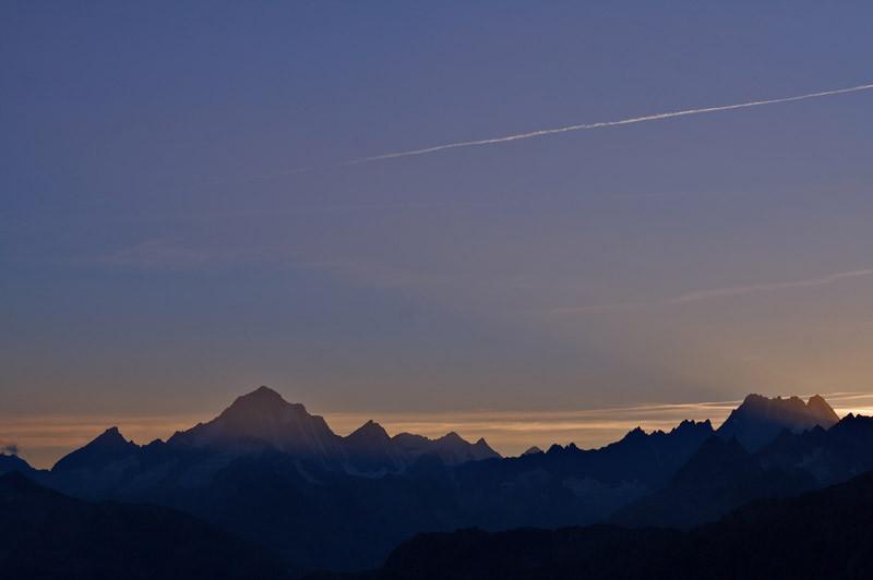 Die Berneralpen im Morgenlicht