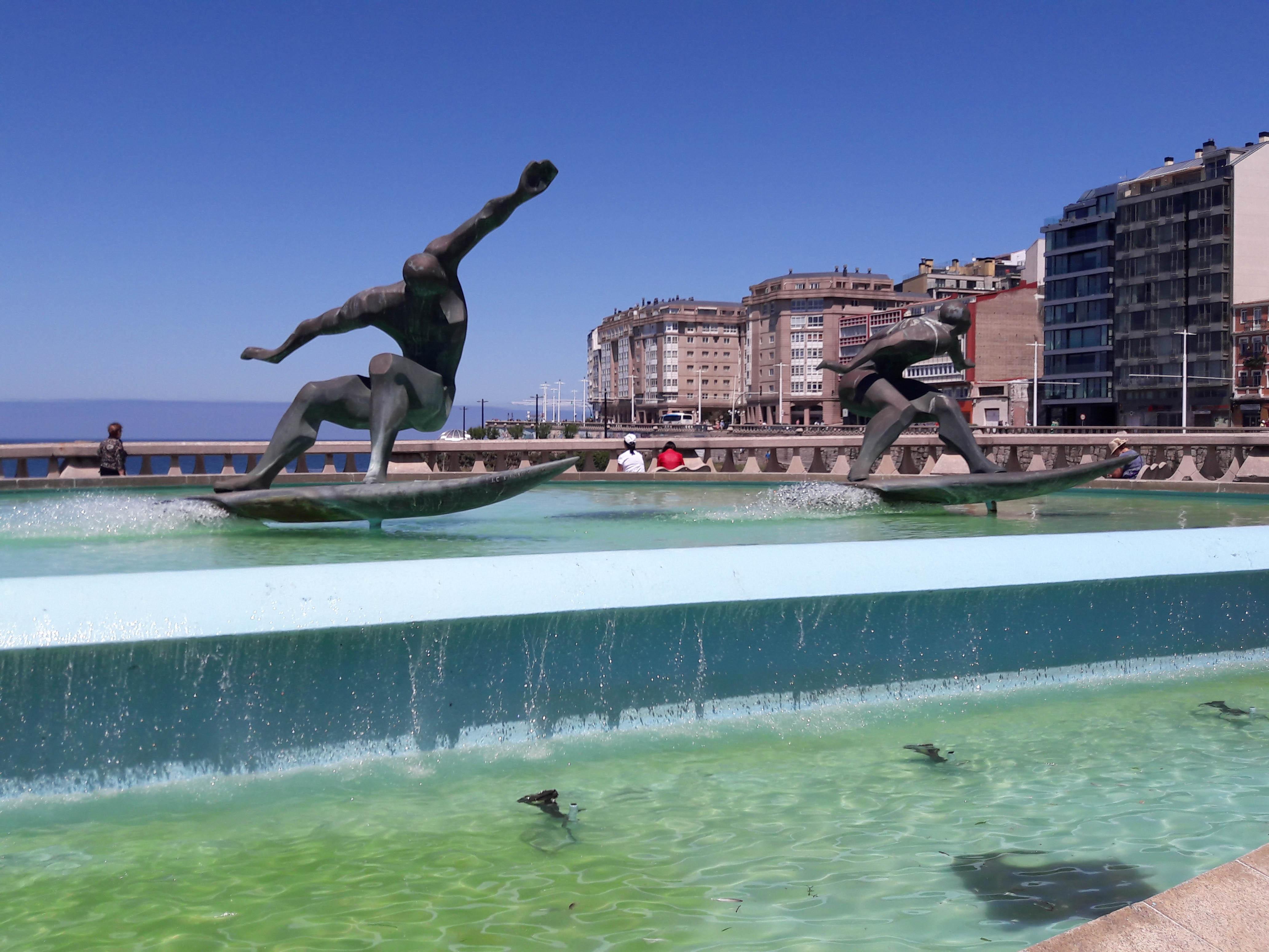 La Fuente de los Surfistas, A Coruña, Galicia