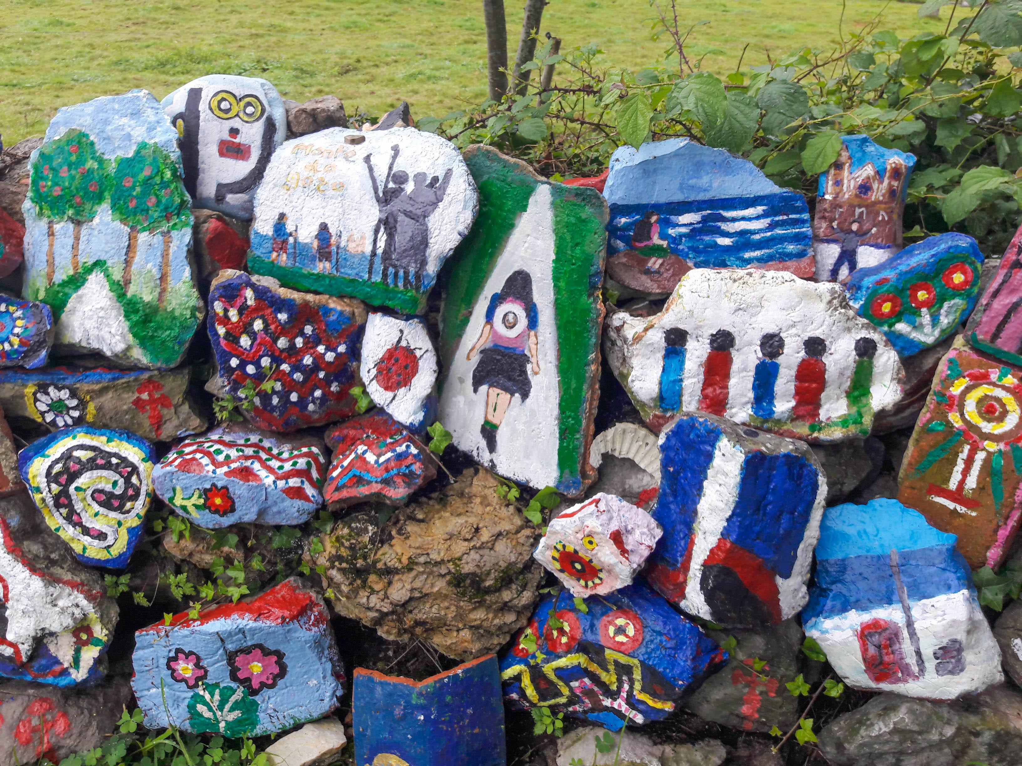 Decorated stones just beyond Iglesia de Pría