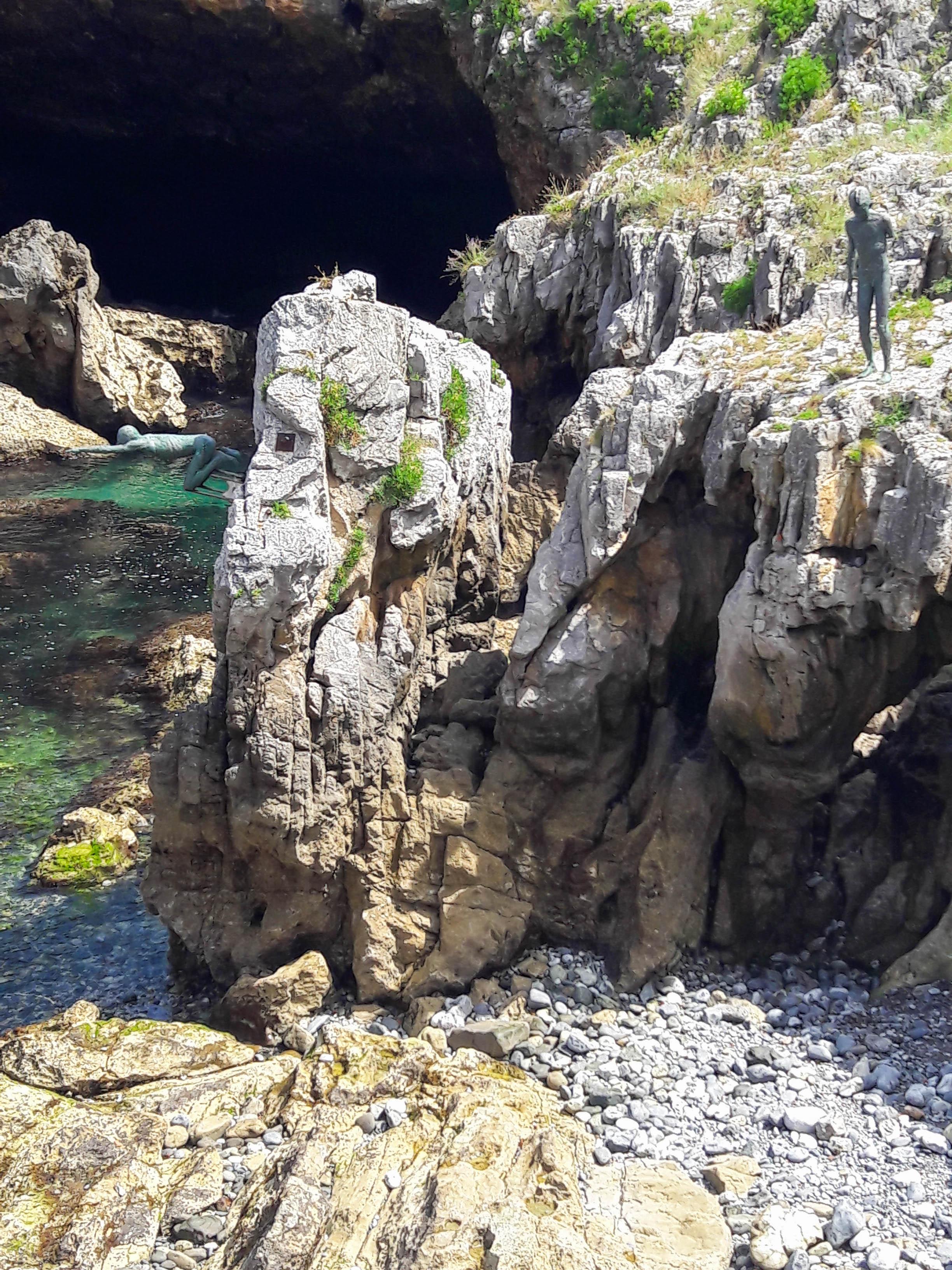 El Pedregal, Castro-Urdiales - boys diving
