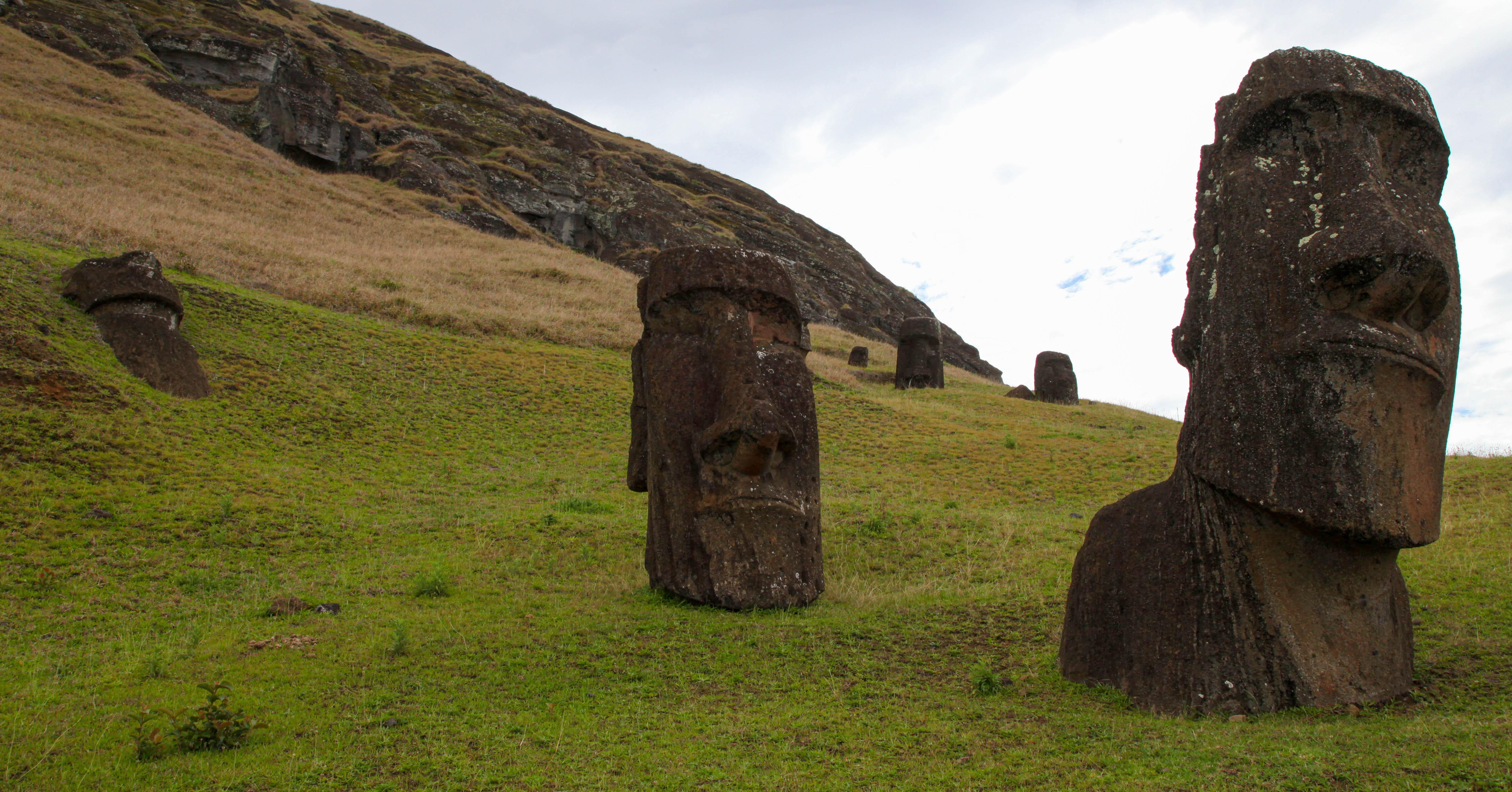 Hina Riru moai at Rano Raraku