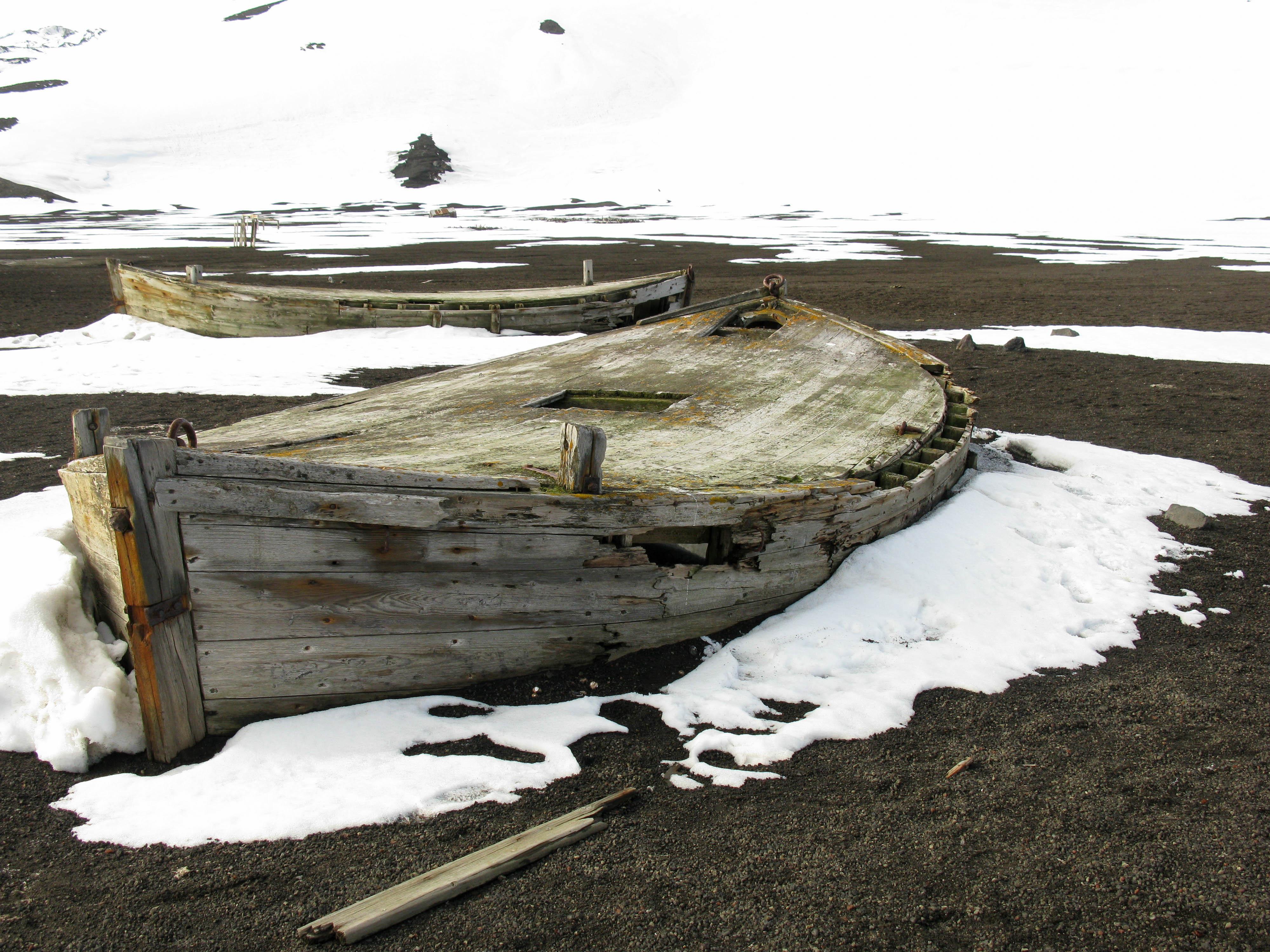 Jolles (water boats), Whaler's Bay, Deception Island