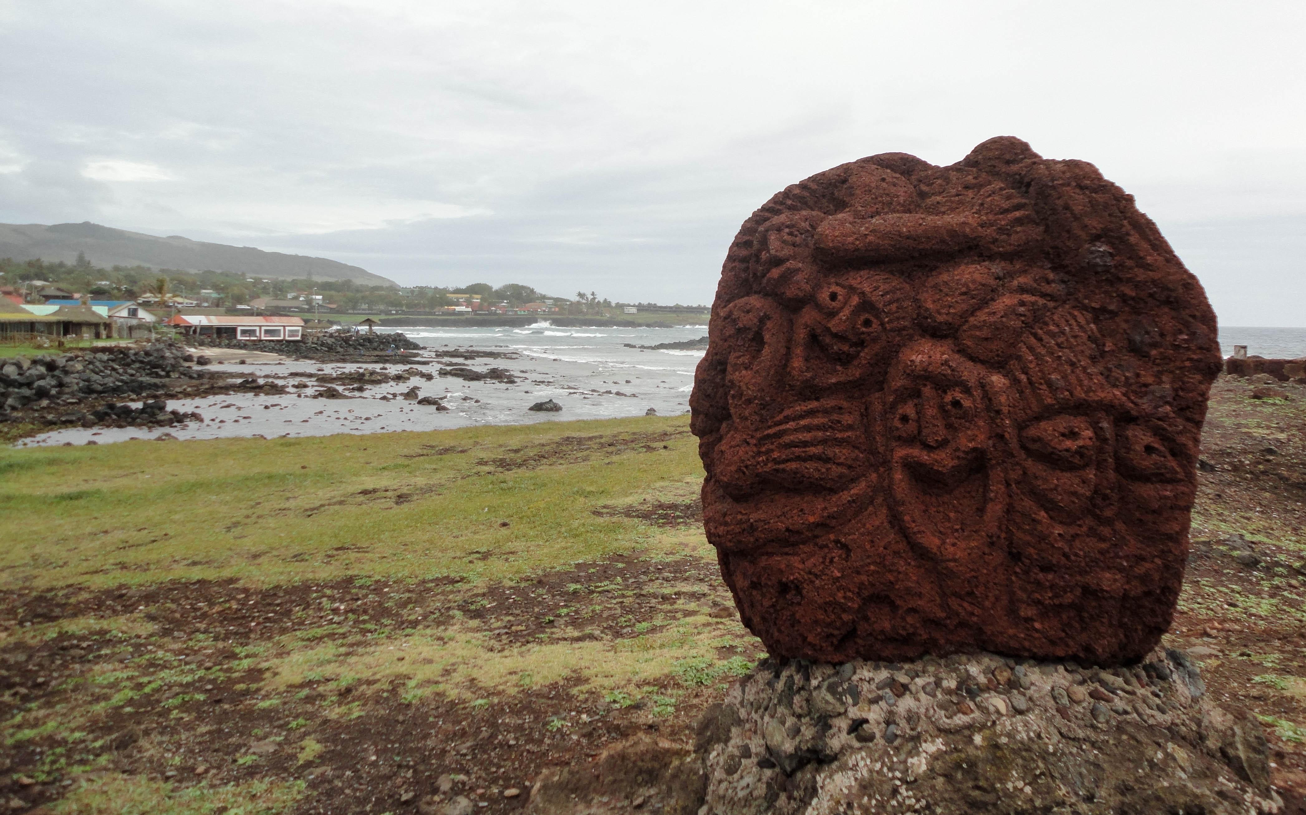 Stone watchmen at Poko Poko, Hanga Vare Vare