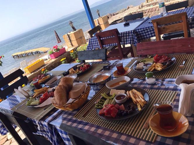 Kahvaltı ve Akşam Yemeği Dahil
