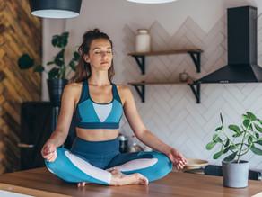 חיזוק שרירי הגב בישיבה עם חישוק - בגב ישר- ממש קשה😁מצויין לסובלים מאוסטופורוזיס או עקמת