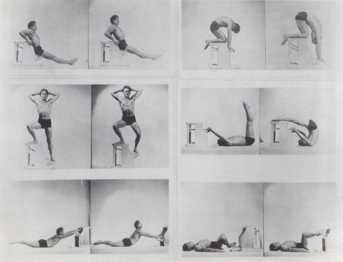 """פילאטיס מתאמן על הכיסא, המכונה גם  """"combo chair"""""""