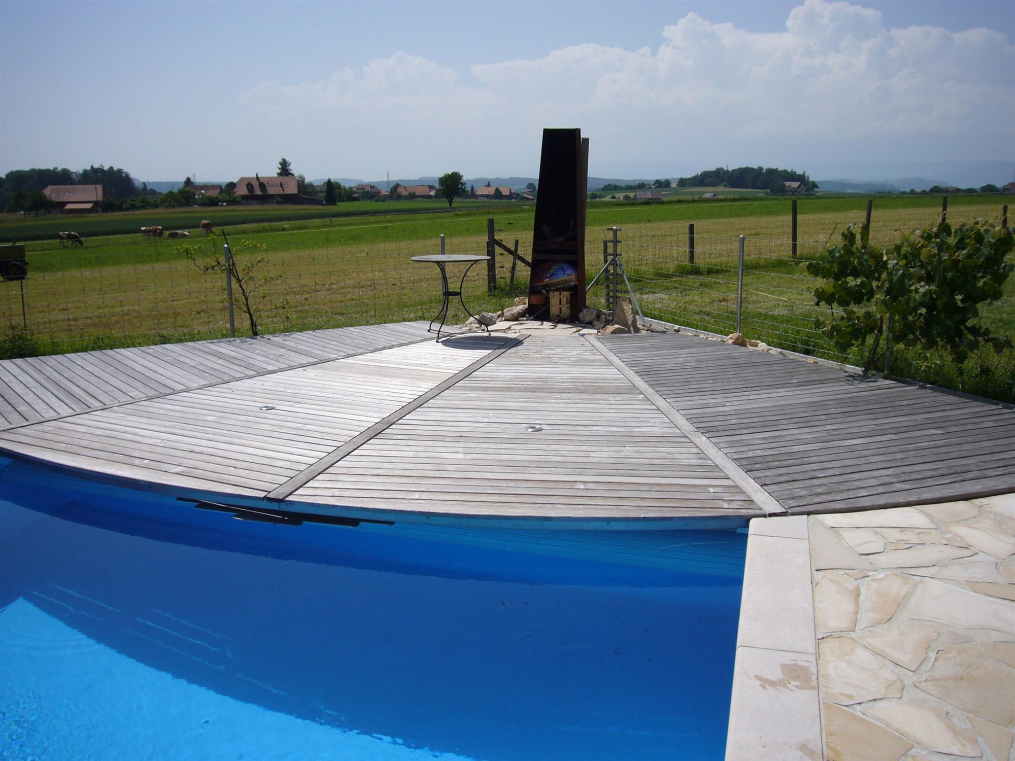 Holzabdekung mit Pool