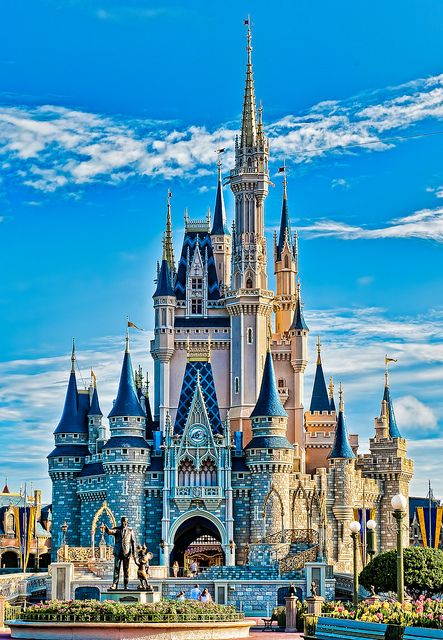 R Disney castle