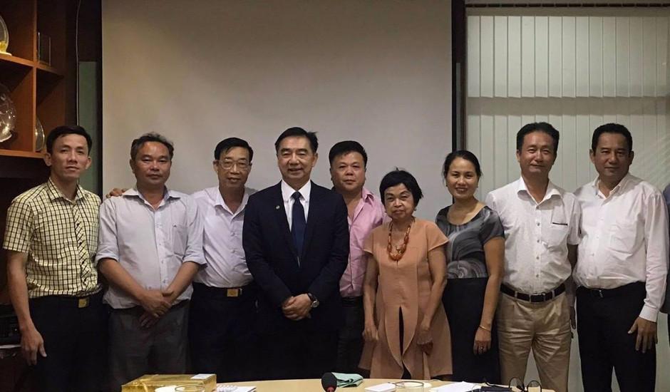 ประชุมหารือเรื่องการลงทุนด้านเหมืองแร่และท่าเรือในประเทศเวียดนาม