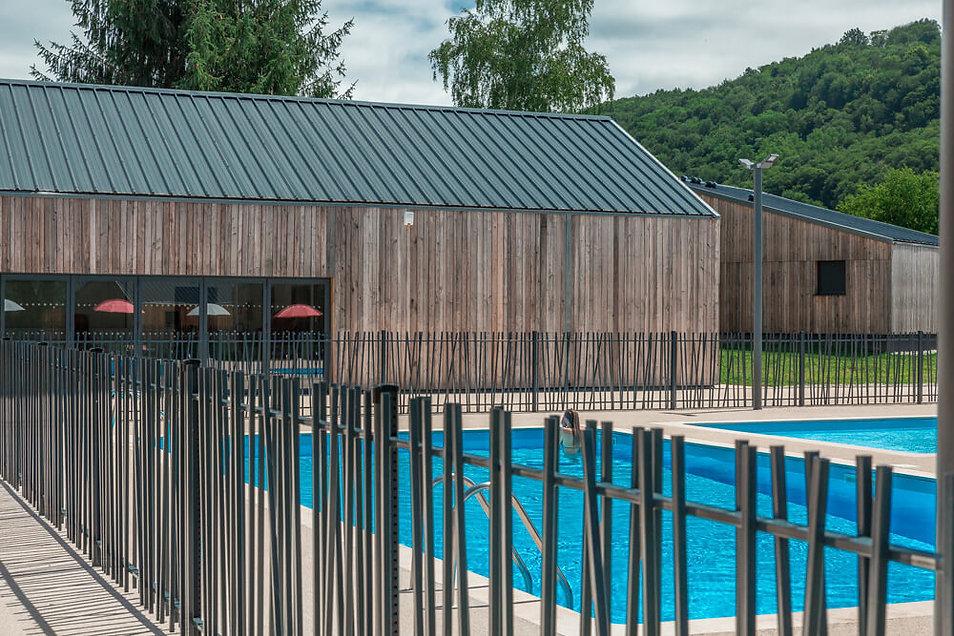Village vacances La Bastide de Sérou - restau bois et piscine