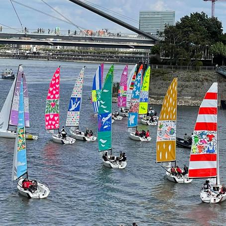 ARTIKEL - Kunst auf dem Rhein : Segeln für eine bessere Welt