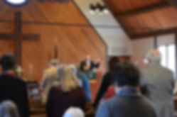 Congregates praying