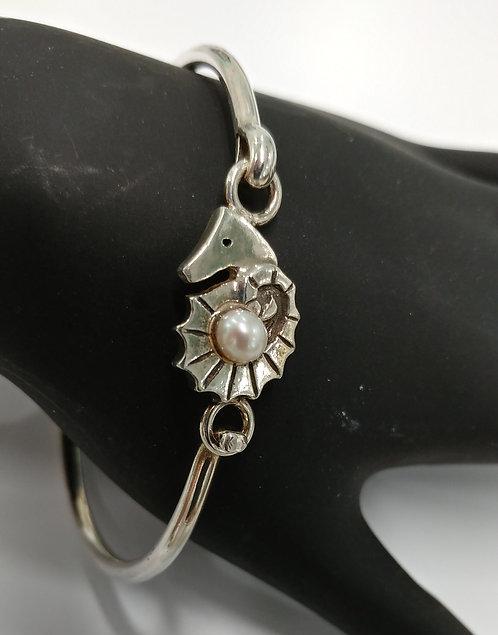 Small Seahorse Hook Bracelet