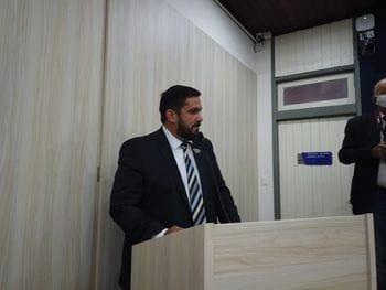 Leonardo Dias apresenta PL para retirar taxas municipais de empresários e ambulantes
