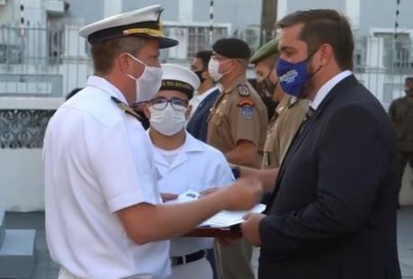 Leonardo Dias recebe título de Tripulante Honorário da Marinha do Brasil