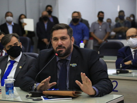Leonardo Dias reafirma compromisso com geração de emprego e renda em sessão solene na Câmara