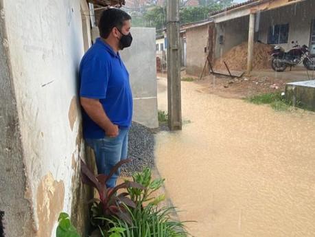 Leonardo Dias acompanha comunidades durante chuvas que atingem Maceió