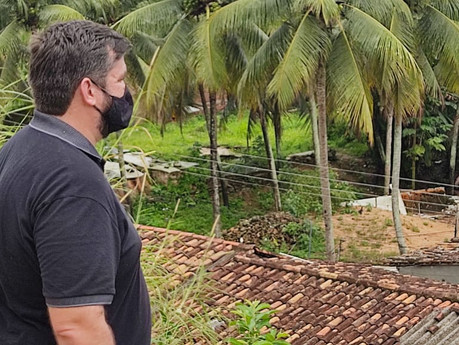 Leonardo Dias visita regiões alagadas e pede união entre os poderes para construção de cidade melhor