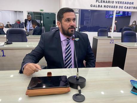 Leonardo Dias solicita a inserção de materiais guardados em almoxarifados no Portal da Transparência