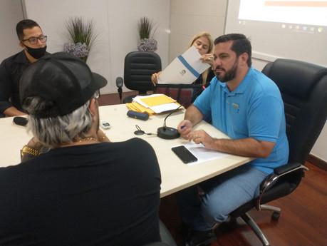 Leonardo Dias discute desburocratização com foodtrucks