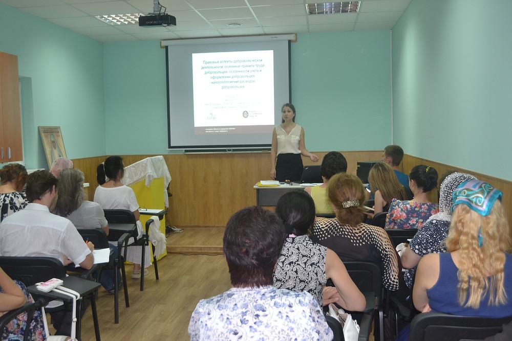 """Руководитель Правового центр """"ULVID"""" Юлия Дробот проводит семинар для лидеров и активистов НКО"""