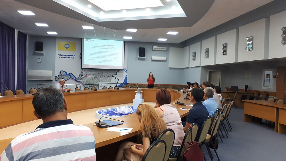 Юлия Дробот проводит семинар для НКО Калмыкии