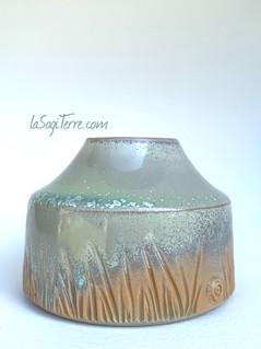 Petit vase gravé