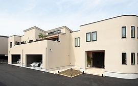 ジョイホームデザインの施工例セレクション-ウォーターガーデンのある二階リビングの家