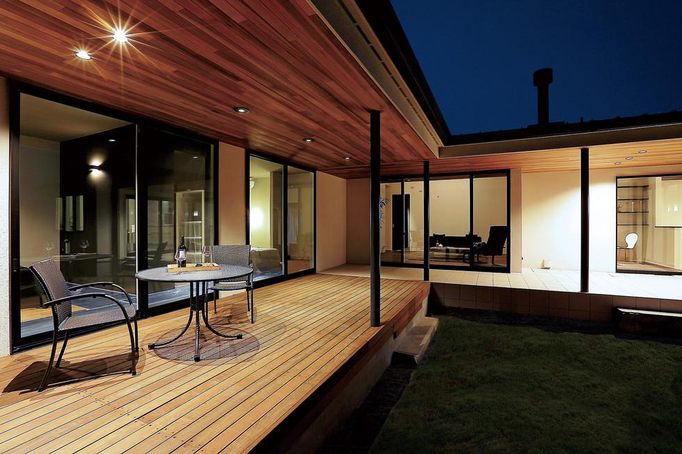 PW02-ウッドテラスと薪ストーブのある平屋