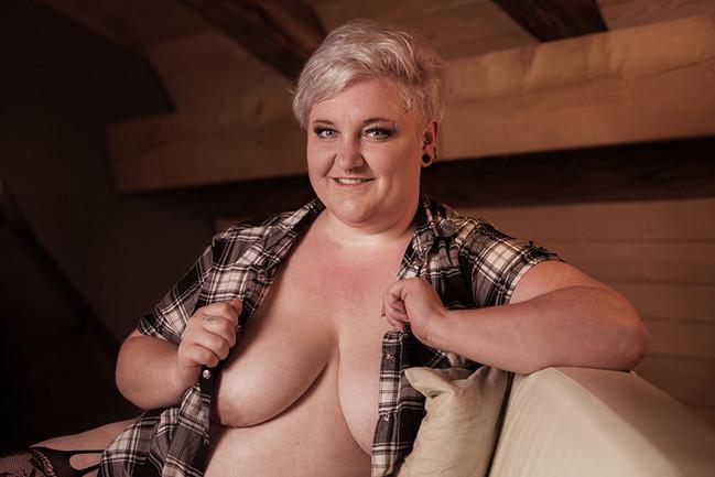 Model: Vicky_Oversize