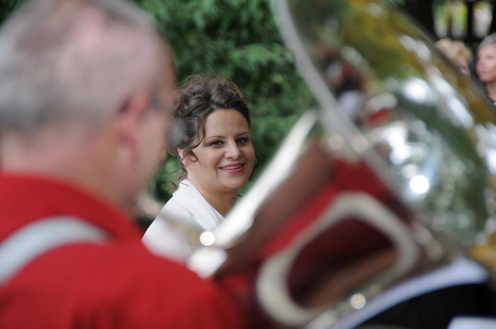 Sandra und die Musikgesellschaft Bern-Bümpliz (Foto: Regula Kormann)