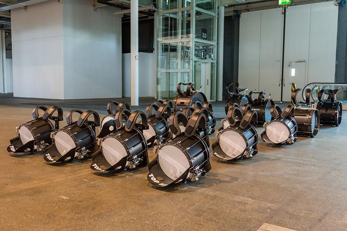 Top Secret Drum Corps - Pause. Alles ausgerichtet. Nach der Pause einmal die ganze Show in einem Durchgang.