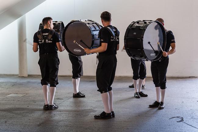 Top Secret Drum Corps - Registerprobe in einer Ecke der Messehalle.