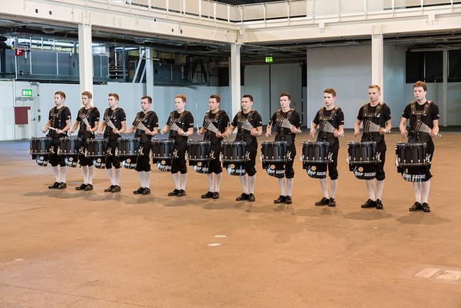 Top Secret Drum Corps - Registerprobe, jedes Register in einer Ecke und das Grösste in der Mitte einer Messehalle.