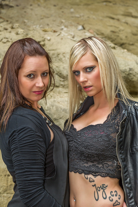 Model: Conny, Sarah