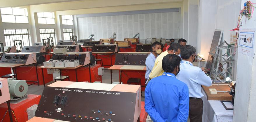 10. EEE Lab.JPG