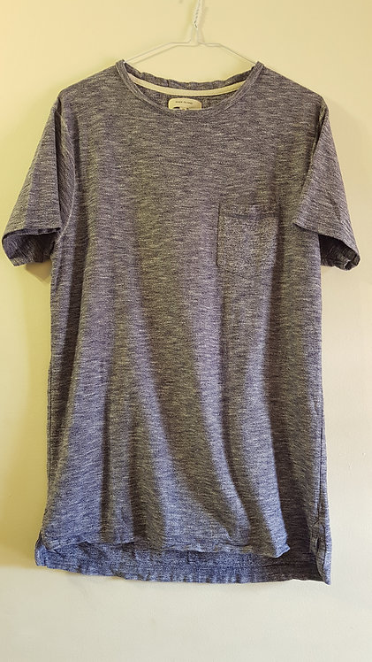 River Island. Blue t-shirt. Size M.