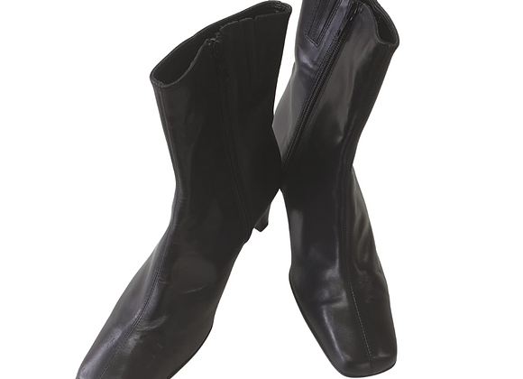Clarks black ankle boots. Uk 8 NWT