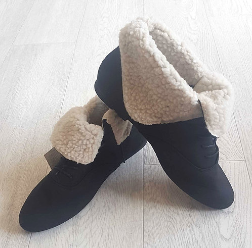 MISS SEVEN Black flat ankle boots.  Size 41 NWT