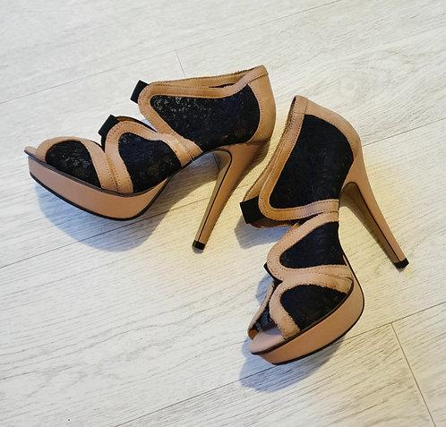 🌕Beige/black heels. Euro 37